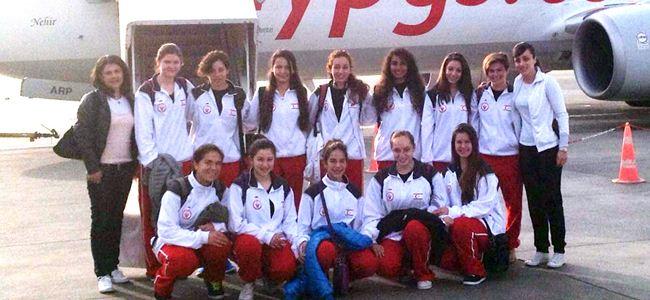 Genç kızlar Karaman'da