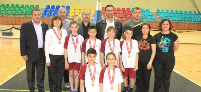 Şampiyonluk Yakın Doğu İlkokulu'nun