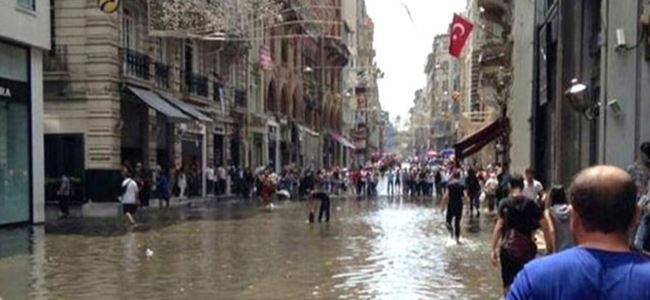 İstiklal Caddesi göle döndü