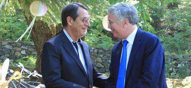 Anastasiadis, İngiltere Savunma Bakanı'yla görüştü