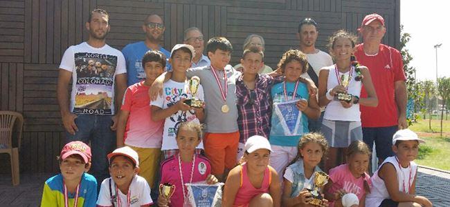 Tenisçiler başarılarla döndü