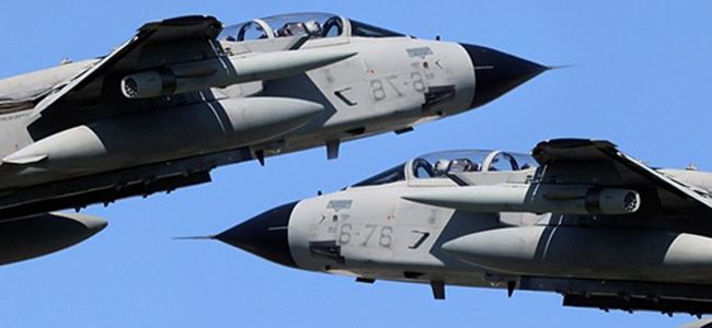 Çarpışan jetlerin kayıp pilotları aranıyor