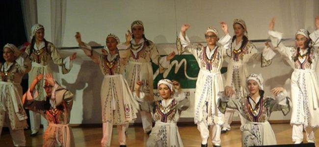 Gençler halk danslarıyla coştu