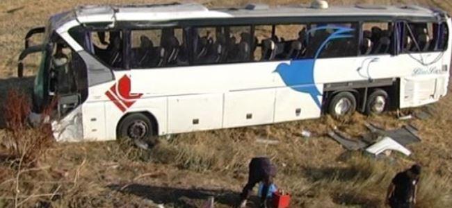 Yolcu otobüsü devrildi, 42 kişi yaralandı
