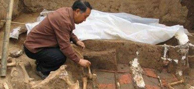 Dev antik mezar ortaya çıkarıldı
