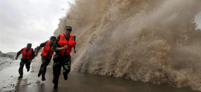 Tayfun nedeniyle 250 bin kişi tahliye edildi