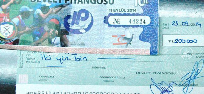 200 bin TL'lik ikramiye banka yetkilisine verildi