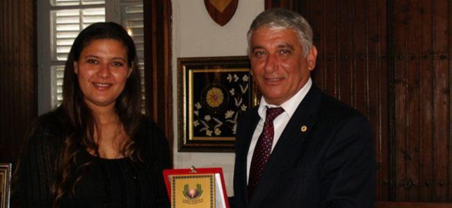 Kemal Saraçoğlu Vakfı'ndan Özçınar'a plaket