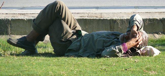Evsizlere dışarıda uyumak YASAK