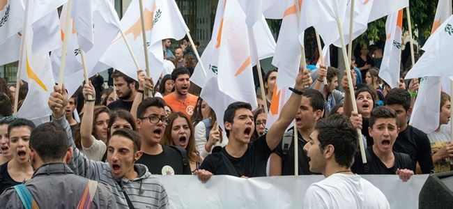 Kıbrıslı Rum Öğrenciler sokağa döküldü