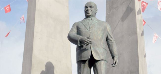 Denktaş'ın heykeli dikildi !