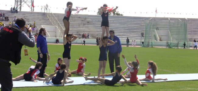Cimnastikçilerin gösterisi beğeni topladı