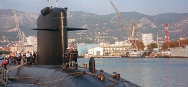 Fransız denizaltısı Limasolda demir attı