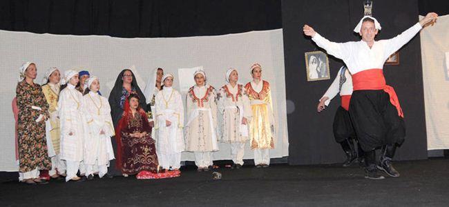 """""""Kıbrıs Düğünü""""oyunu büyük alkış topladı"""