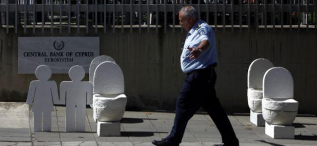 Kıbrıs Rum Merkez Bankasına ilginç protesto