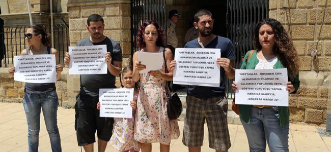 Baraka, mahkemeler önünde eylem yaptı