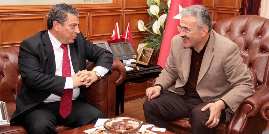 Kemal Dürüst İzmir'de temaslarda bulunuyor