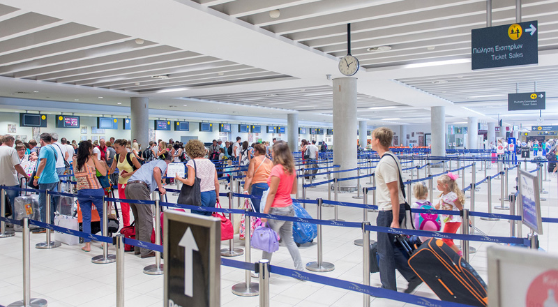 Larnaka ve Baf'a 24 saatte 60 bin yolcu!