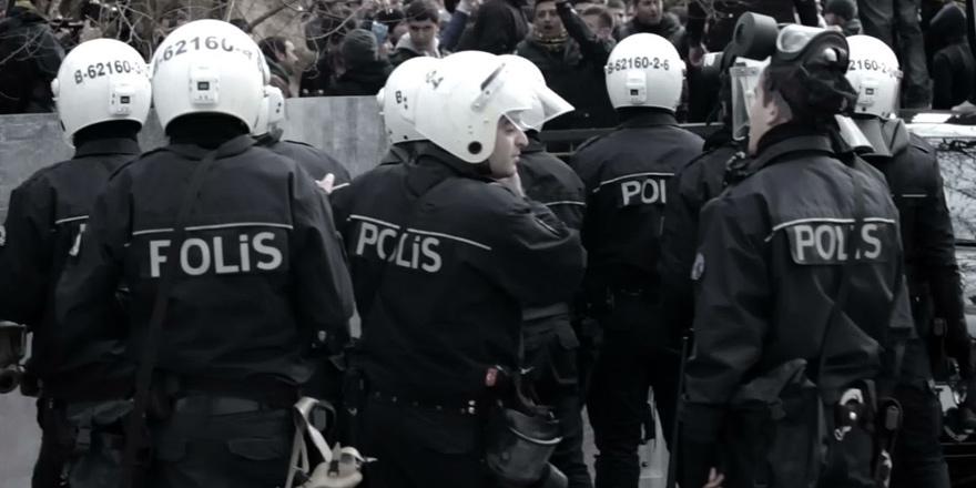 """""""Erdoğan'ın tasfiyesi polisi ve Wikipedia'yı vurdu"""""""