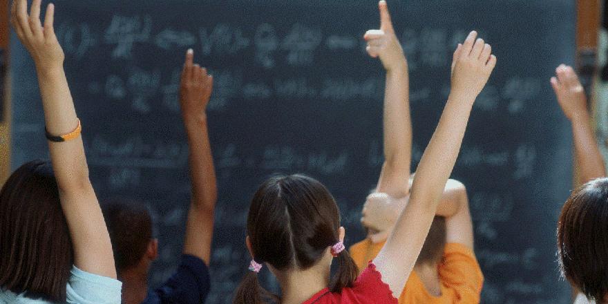 """""""Öncelik ülkemizdeki işsiz öğretmen adaylarına verilmeli"""""""
