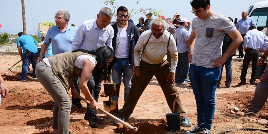 Derinya'da Barış için ağaç diktiler