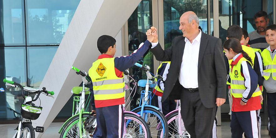 Gönyeli Belediyesi kente 500 yeni bisiklet kazandırıyor