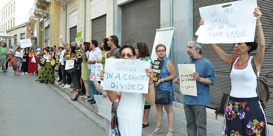 """Ledra'da """"çözüm"""" çağrısı"""