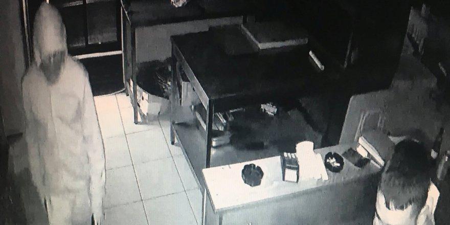 İçki hırsızlığında iki tutuklama