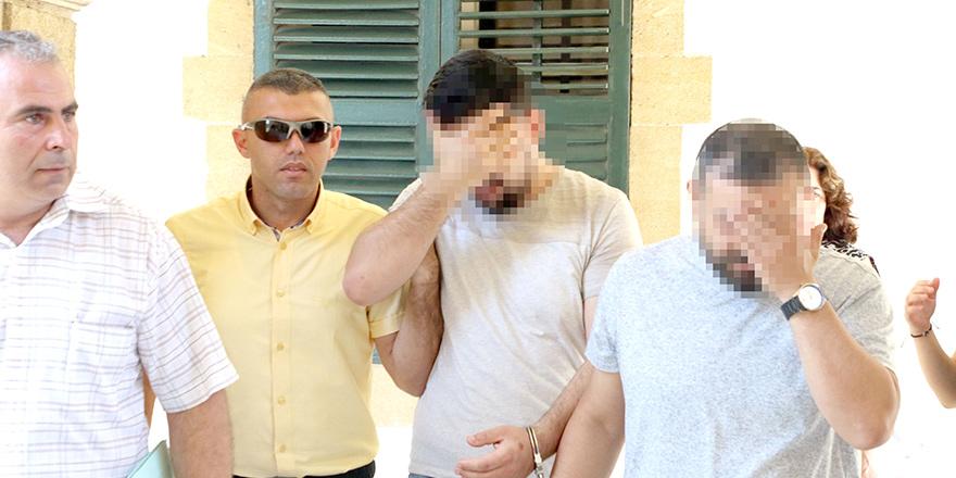 Kasiyerleri kandırdılar, 4 bin TL sirkat ettiler, cezaevine gönderildiler!