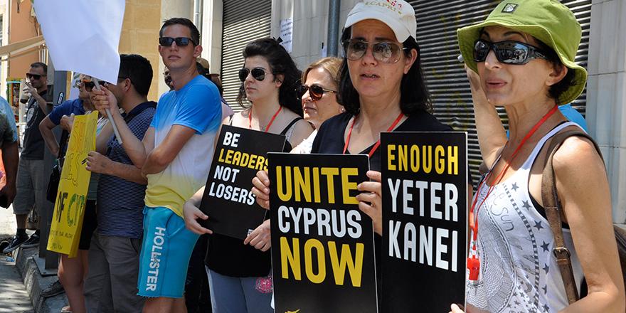 """""""UNITE CYPRUS NOW"""" sınır kapıları konusunda izahat istedi"""
