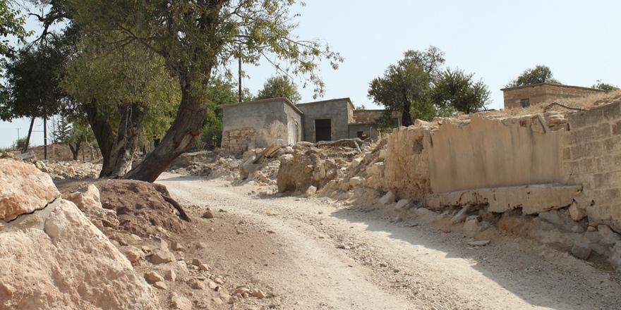 Ekim Olayları Dönemine Güncel Bir Değini  ANDROLİKU: RUM – TÜRK DOSTLUĞUNUN SEMBOLÜ  Baf'ın bir Türk köyünde iki buçuk ay süren tutsaklık*