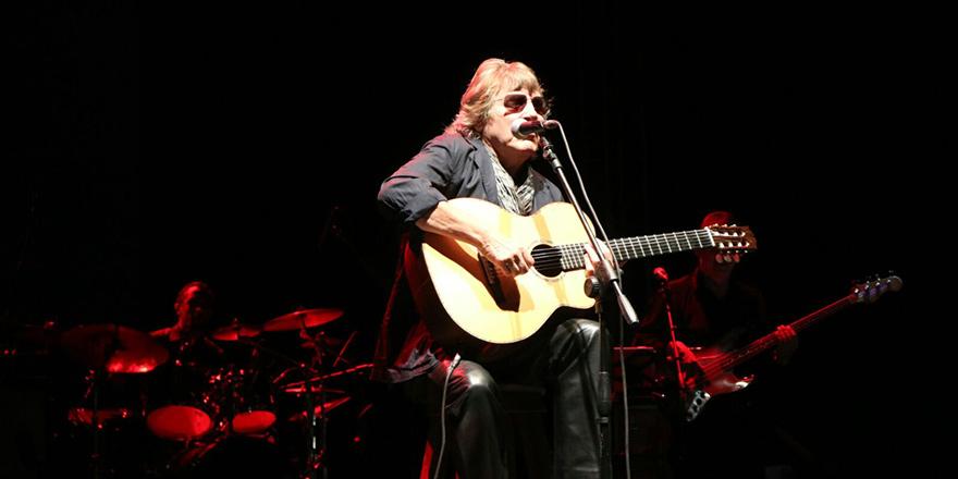 Ünlü gitarist José Feliciano'dan muhteşem performans