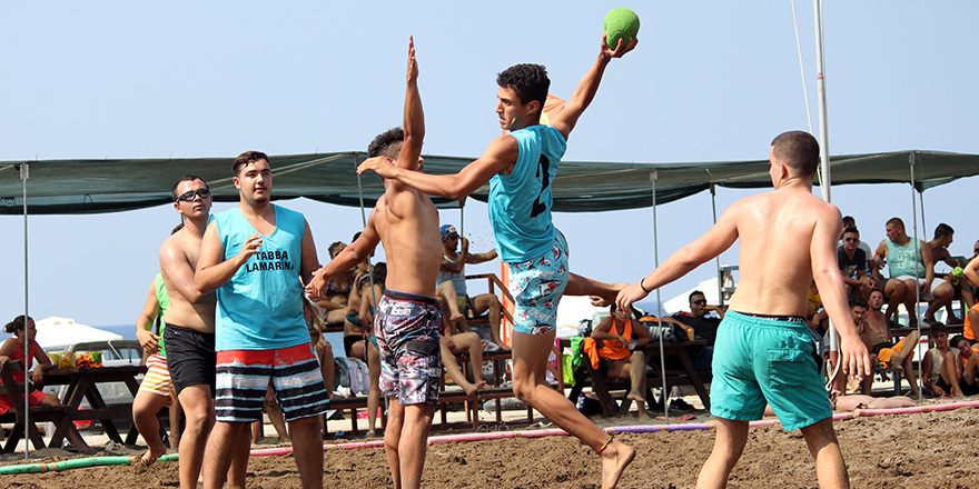 Hentbol Esentepe'de plaja indi