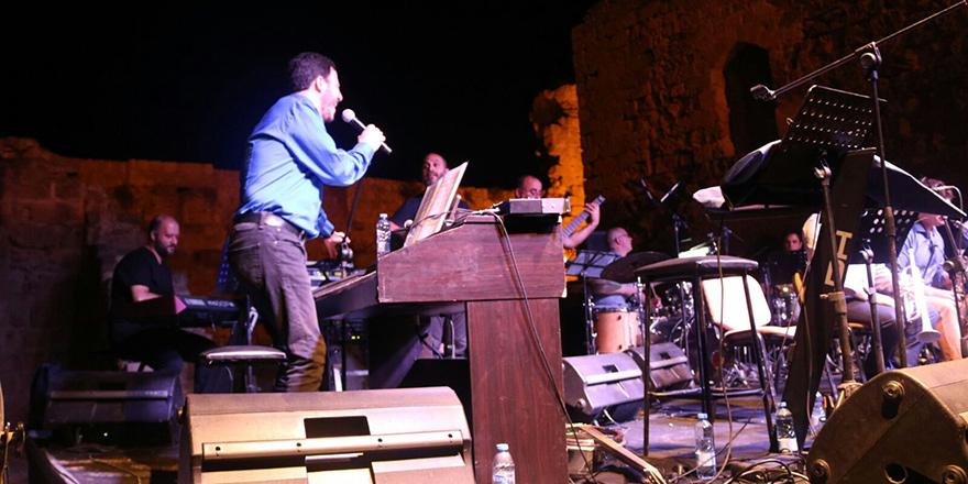 """Mehmet Ali Sanlıkol;  """"Amerika'da keşfettiğim Türk müziği ile kimliğimi, sesimi buldum"""""""