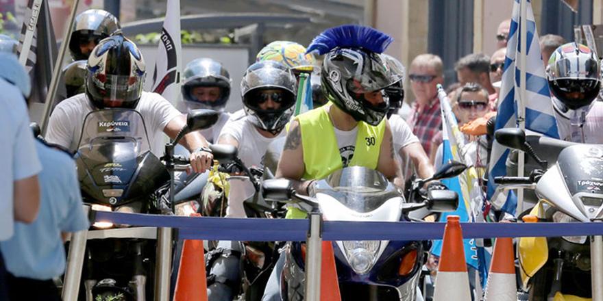 Motosikletlilerin eylemi başladı