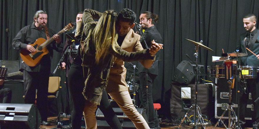 Sıcak latin müzikleri ve danslarıyla coşku dolu bir gece yaşandı