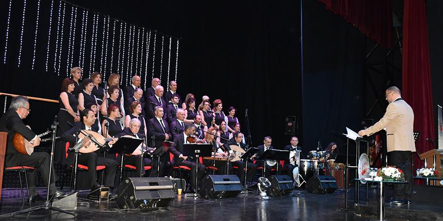 Girne TSM, 20'nci yılını sahnede kutladı