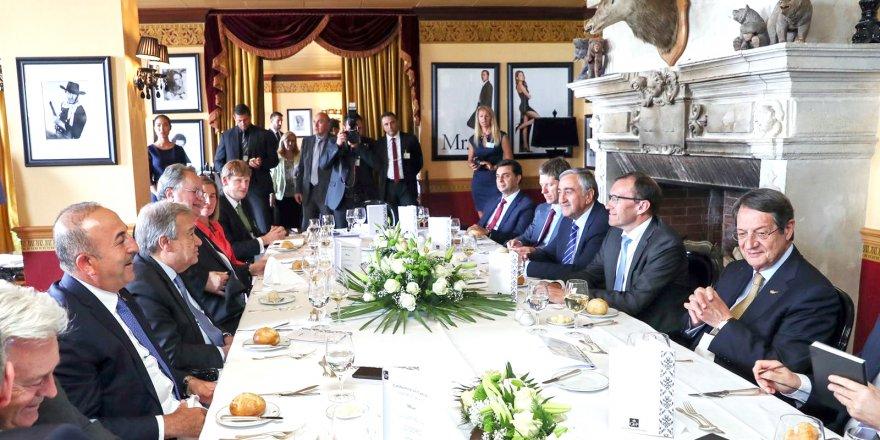 """""""Kıbrıs müzakerelerinin askıya alınması geleceği belirsiz kılıyor"""""""
