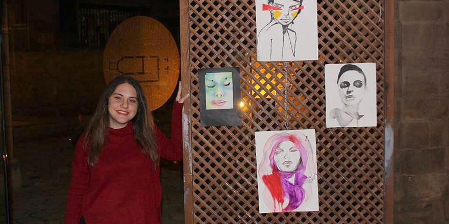 Gençler Bedesten'de resimlerini sergiledi, şiirler okudu, müzik dinletisi sundu…