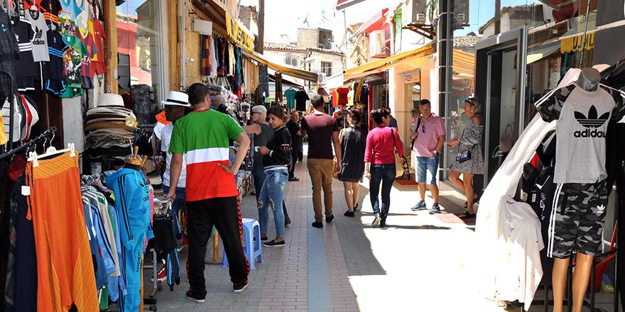 Arasta'da indirim günü düzenleniyor