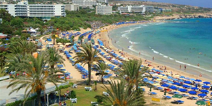 Kıbrıs'ın güneyinde 68 plajda mavi bayrak dalgalanıyor