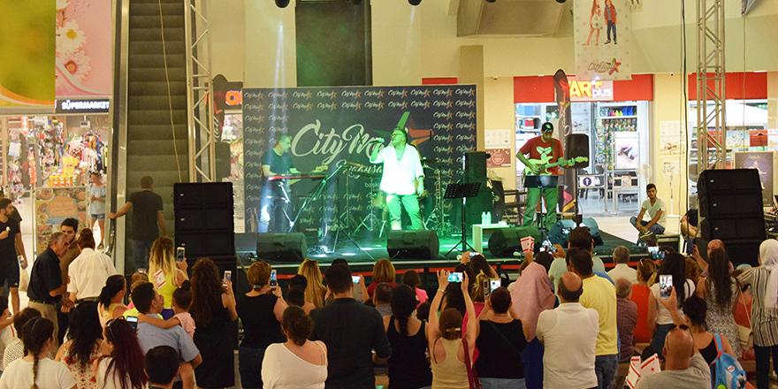 City Mall'da Tual konserine yoğun ilgi