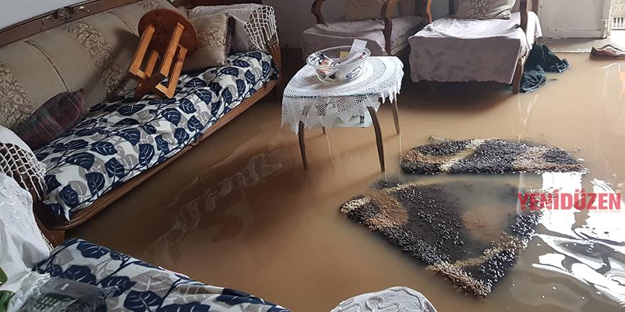 Esentepe'de evleri su bastı!