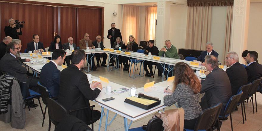 Ara bölgeden beşli konferansa destek