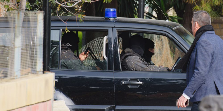 Limasol'da 35 kilo uyuşturucu ve 300 kilo havai fişek bulundu