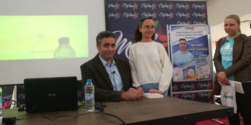 Bülent Gardiyanoğlu City Mall AVM'de okurlarıyla buluştu