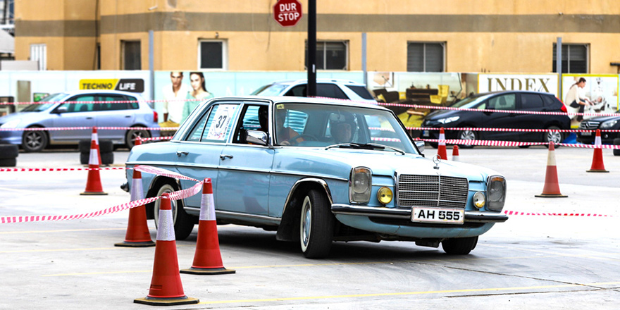 Klasik otomobiller City Mall AVM'de yarıştı