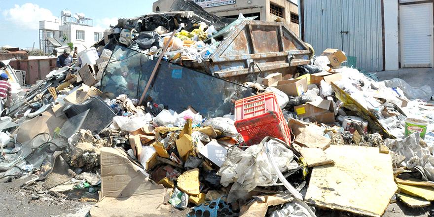 Sanayi sokakları çöp dolu