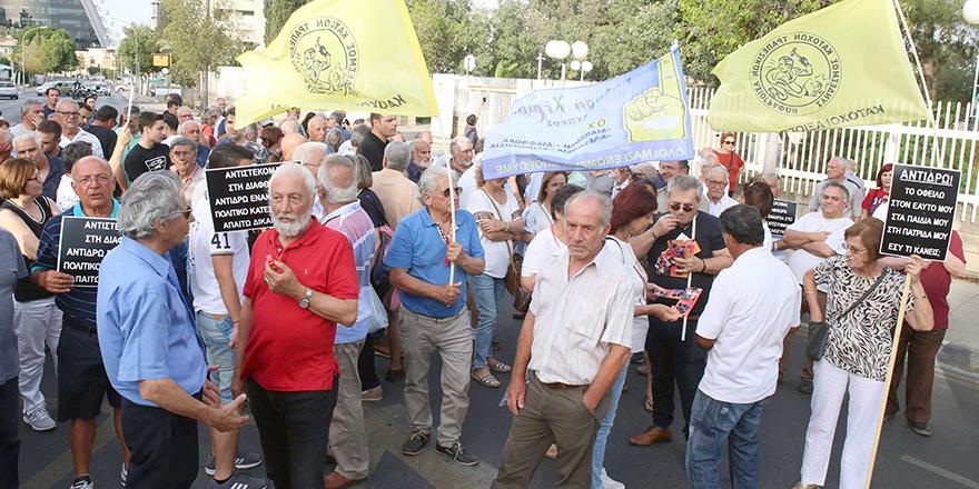 Başkanlık önünde protesto eylemi