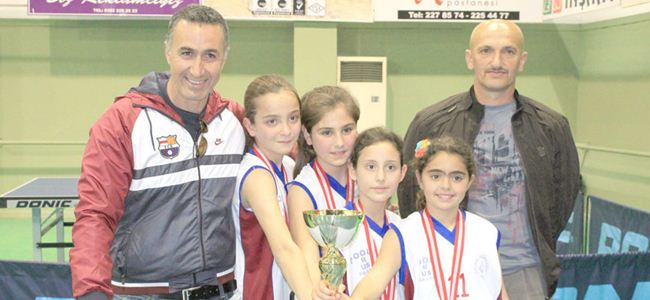 Masanın şampiyonları Karşıyaka ve YDİ